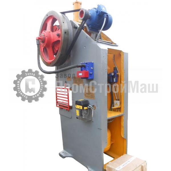 Пресс механический однокривошипный модели КД2126Г. Вид сбоку