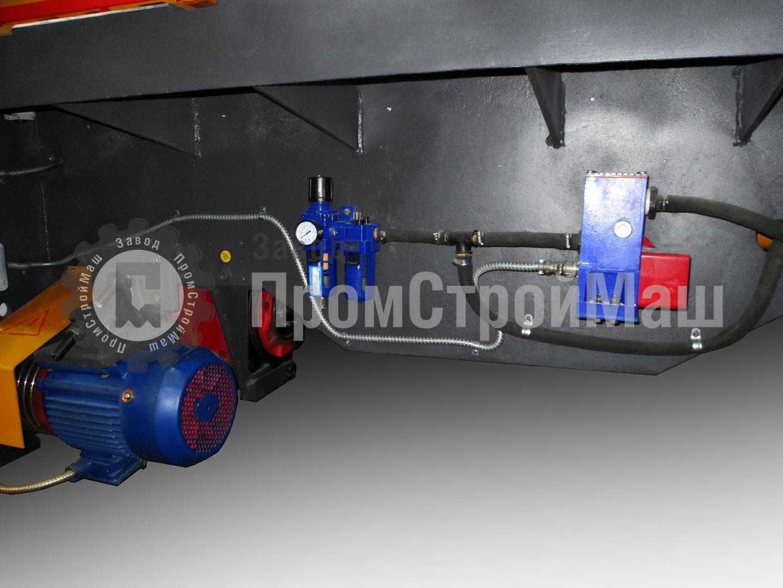 Ножницы гильотинные пневматические модели НК3416. Вид сзади